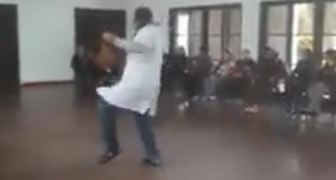 """El doctor bailarín: """"El adulto mayor necesita mucho cariño"""""""