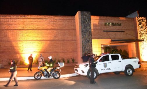 Atropelló a un agente y se escondió en un motel