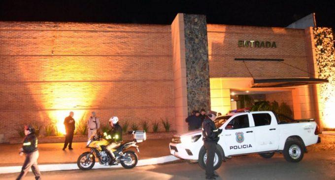 Atropelló a un agente y se escondió en un motel