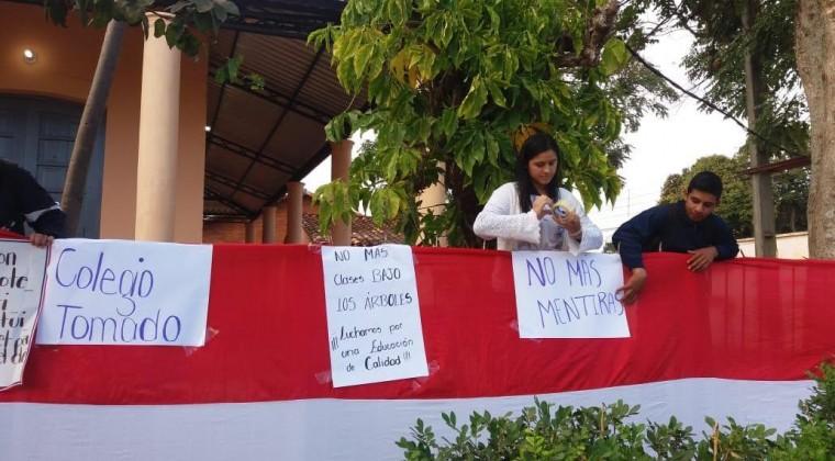 Estudiantes de San Pedro continúan toma de colegio