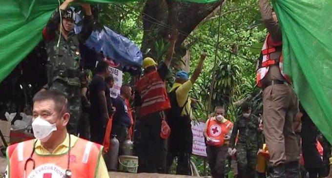 Terminaron el rescate de los 12 niños y su entrenador atrapados en una cueva de Tailandia