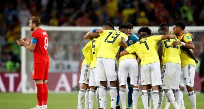 Colombianos juntan firmas para pedir revisión a la FIFA