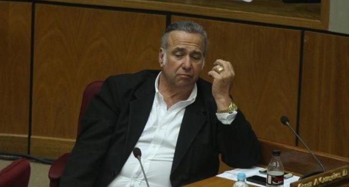 Senadores juntan firmas para tratar pérdida de investidura de González Daher