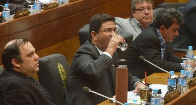 Ibáñez pide permiso para ausentarse por un mes