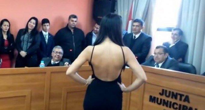 Niñas misses desfilaron ante concejales: Intendente dice que pedirá informe