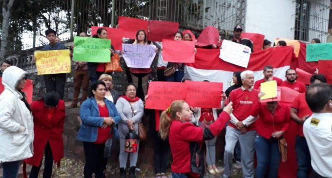 Colorados realizan manifestación de apoyo a Marito