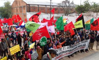 Campesinos marchan por calles de Asunción contra Marito