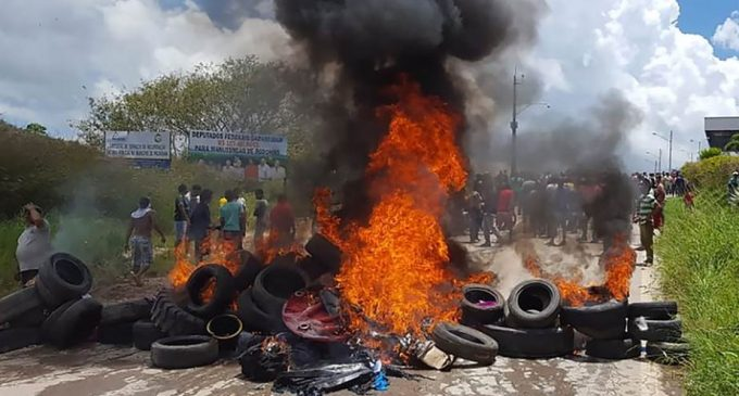Ataque contra inmigrantes venezolanos enciende frontera en Brasil