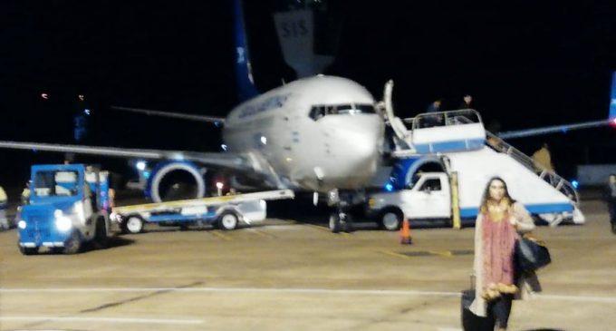 Tras susto en pleno vuelo, llegó avión que trasladaba a árbitros