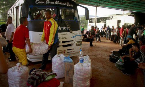 Centenares de venezolanos sobreviven en las calles de Brasil