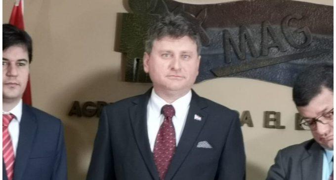 Denis Lichi asumió como ministro de Agricultura y Ganadería