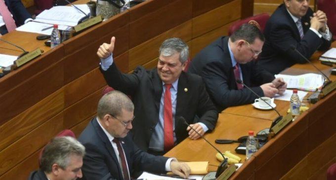 Riera afirma que queda como senador titular