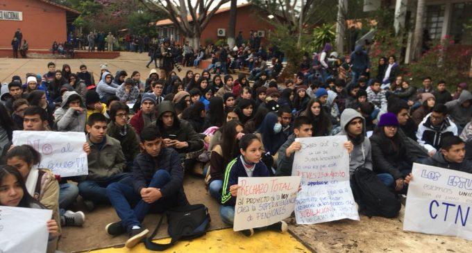 FENAES se suma a manifestación contra ley de Superintendencia