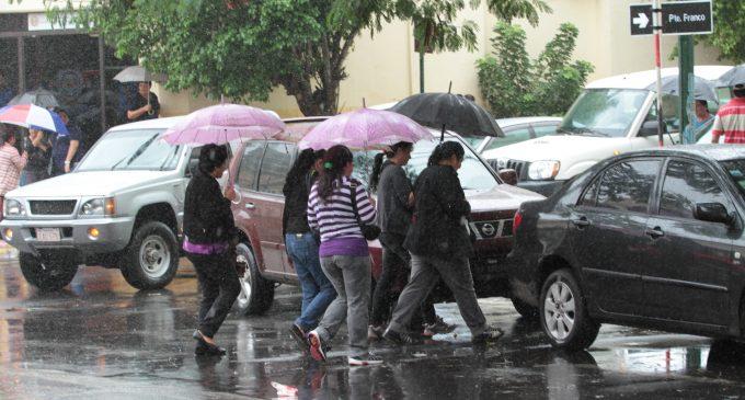 Anuncian viernes fresco y lluvioso en todo el país