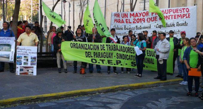 Sindicato docente se manifiesta en exigencia de mayor presupuesto