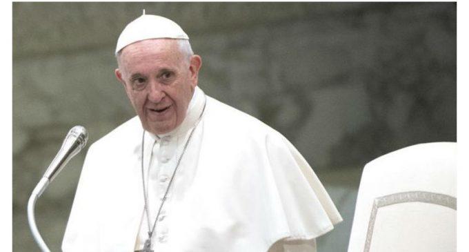 """El Papa Francisco pide perdón por la """"traición de los abusos del clero"""""""