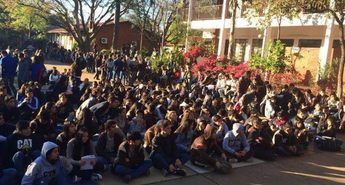 Colegios se movilizan contra aprobación de Notas Reversales