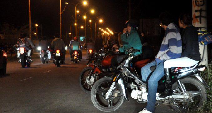 Concejal capitalino propone que solo una persona circule por moto durante las noches