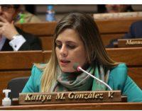 "Kattya González responde a acusaciones: ""Yo actué como mamá"""