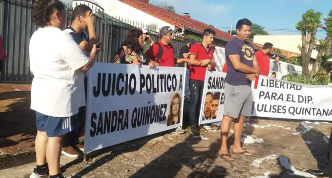 Seguidores del diputado Ulises Quintana escracharon a Sandra Quiñónez