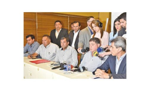 Operadores de estaciones y gremios presentarán denuncia contra titular de PETROPAR
