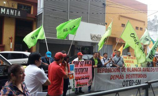 Sindicalistas de OTEP se movilizan frente a sede del MEC