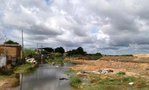 Al menos 100 familias afectadas por crecida del río en zona de bañados