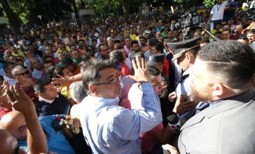 Taxistas agredieron y golpearon a periodista durante manifestación