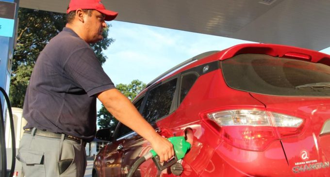 Emblemas privados también bajarán precios de combustibles