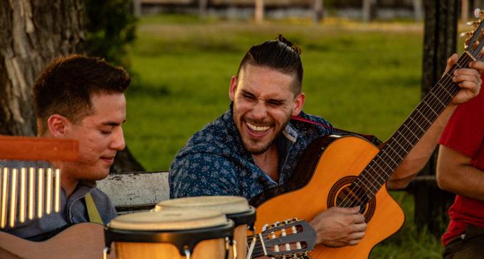 ¡Néstor Ló y Los Caminantes anuncian estreno del videoclip de su éxito Mamáma!