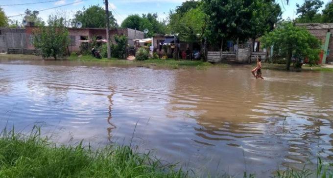 Intensas lluvias y fuertes vientos azotan norte argentino