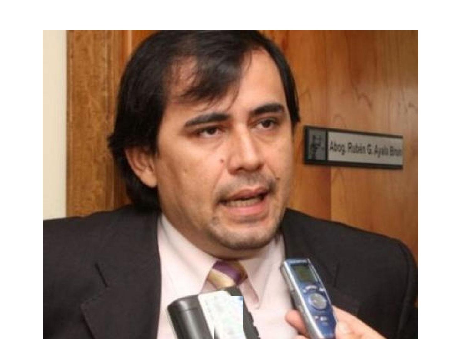 """Juez anuncia renuncia al cargo """"cansado de injusticias y presiones"""""""