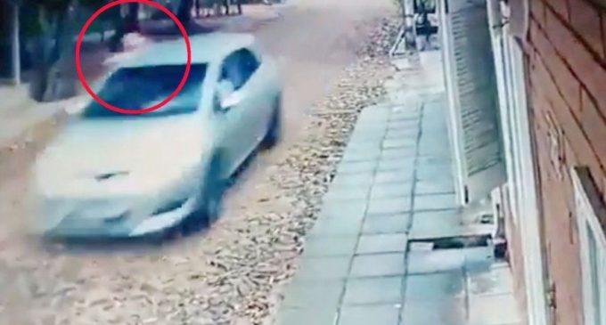 Transporte escolar atacado se detuvo y siguieron los disparos