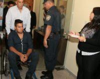 Padre de joven baleado pide que ambos policías implicados sean hallados culpables