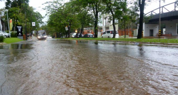 Campus de la UNA inundada por raudales