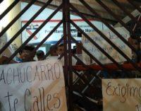 Alumnos vuelven a tomar colegio tras incumplimiento del MEC