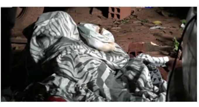 Un feminicidio más: Encontraron el cadáver de una mujer enterrado en el patio de su casa
