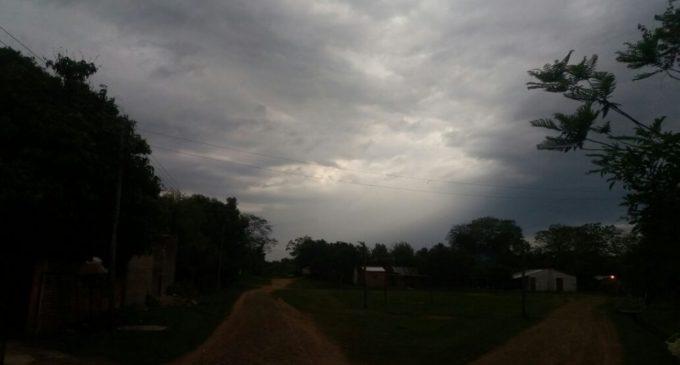 Anuncian martes caluroso y con tormentas