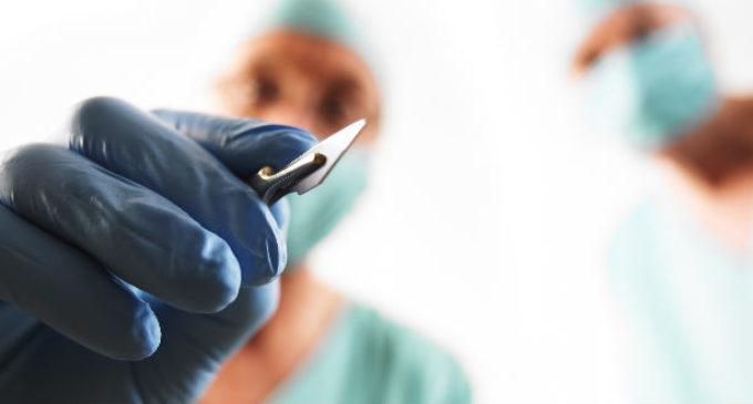 Sólo los cirujanos plásticos están habilitados para un procedimiento estético