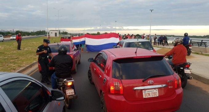 Bañadenses bloquean Costanera Norte
