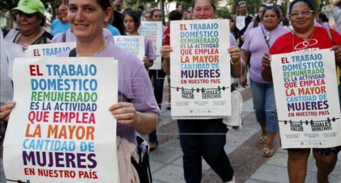 """Empleadas domésticas celebran """"igualdad salarial"""""""