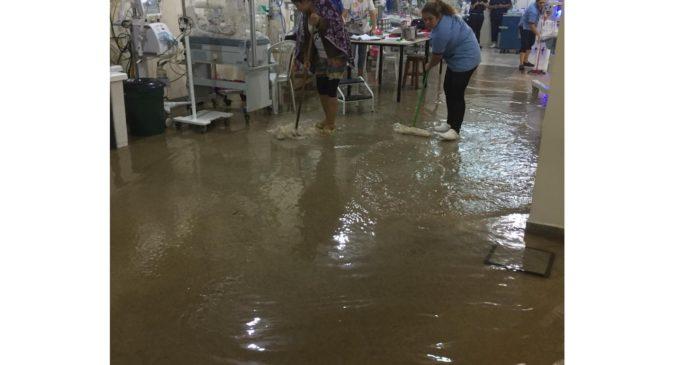 Desborde de arroyo a causa de lluvias provoca inundación en Hospital de Calle'i