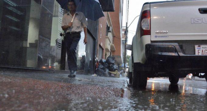 Se espera viernes lluvioso y con tormentas