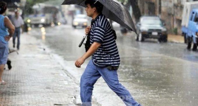 Anuncian jueves cálido y con lluvias dispersas