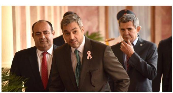 """Senadora espera que movilizaciones hagan que Abdo """"deje de viajar"""""""