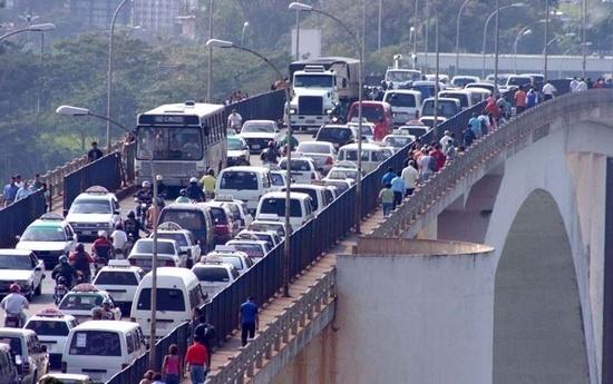 Migraciones realiza controles en el Puente de la Amistad