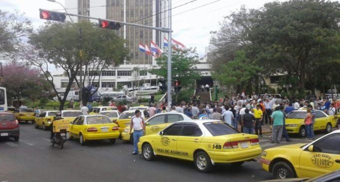 Taxistas reiteran negativa a abrir libre competencia