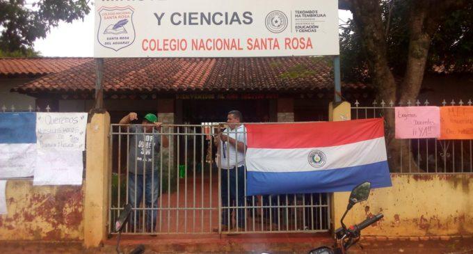 Toma de colegio en Santa Rosa del Aguaray