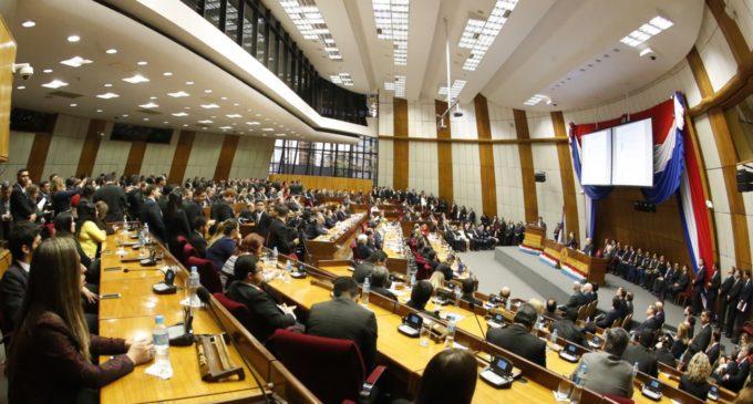 """Diputados opositores pedirán anulación de sesión """"mau"""" en la que se archivó eliminación de PARLASUR"""