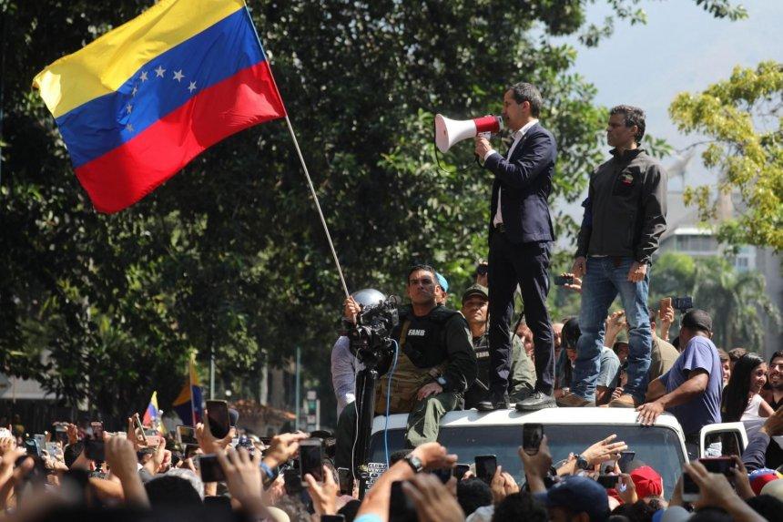 """Crisis en Venezuela: """"La única manera de salir de esta penuria es que salga Maduro"""""""